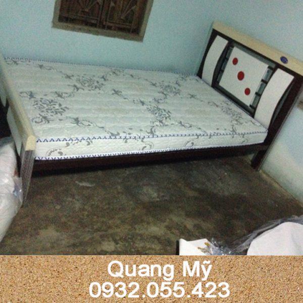 Giường sắt hộp vuông