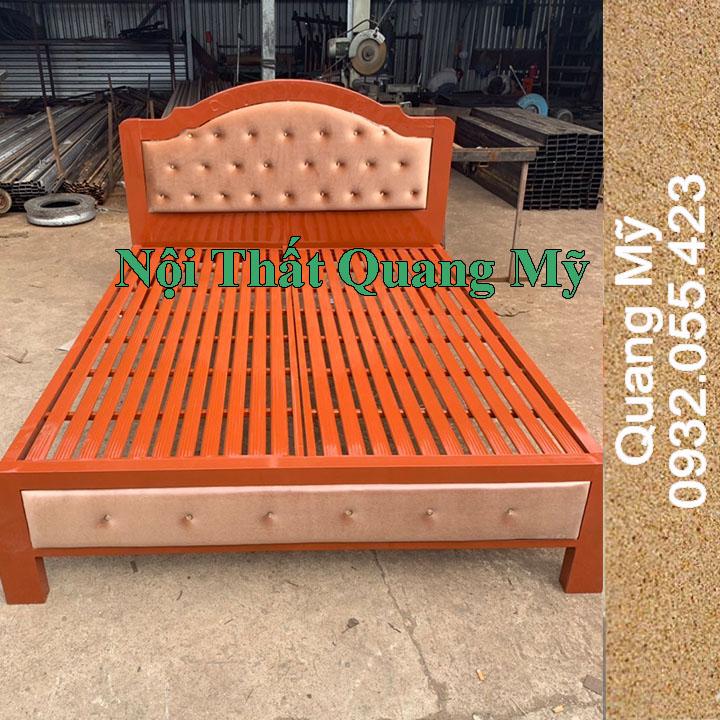 Giường cao cấp nghệ thuật màu giả gỗ