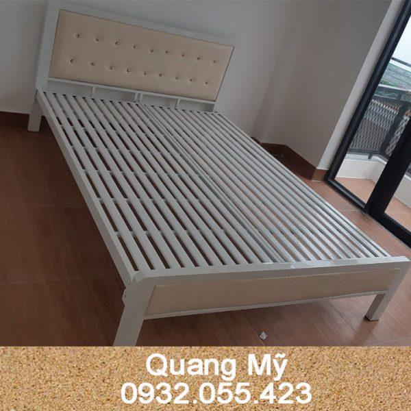 Giường-sắt-hộp-vuông-giá-rẻ-1m6-x-2m